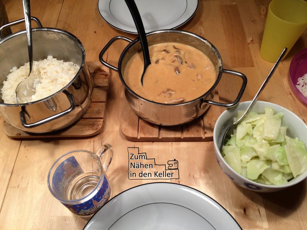 18:22 Uhr: Zum Abendessen gibt es Geschnetzeltes mit Reis und Kohlrabi