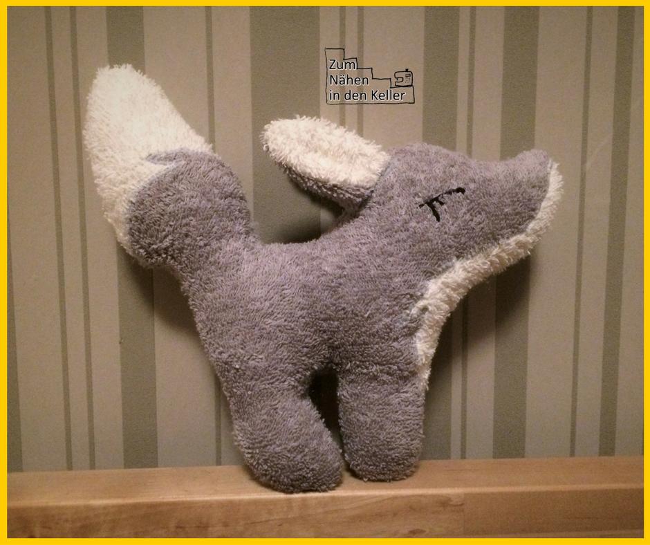 Wolf Enno Waldgesfährten Kuscheltier Kuschelfreund Frottee für Baby Kinder Spielzeug zum nähen in den Keller