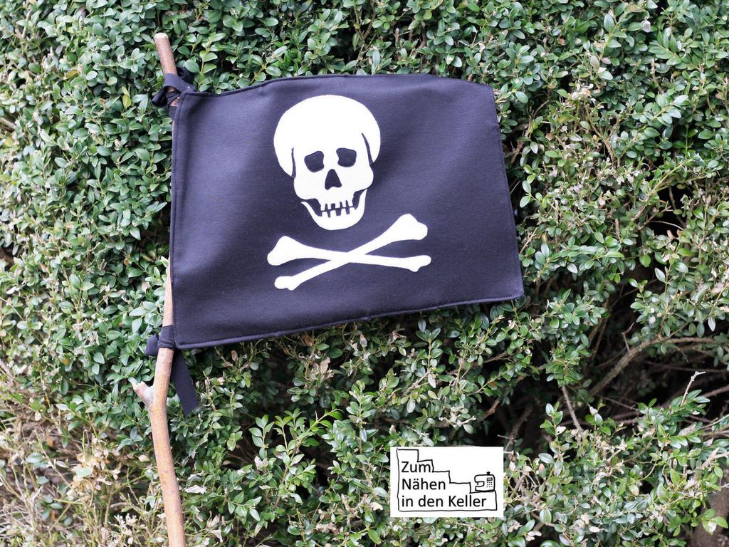 Piratenflagge Totenkopfflagge Piratenfahne Totenkopffahne Jolly Rogers Totenkopf Fahne Flagge Applikation nach der Vorlage von Herzensbunt Design. Zum Nähen in den Keller.