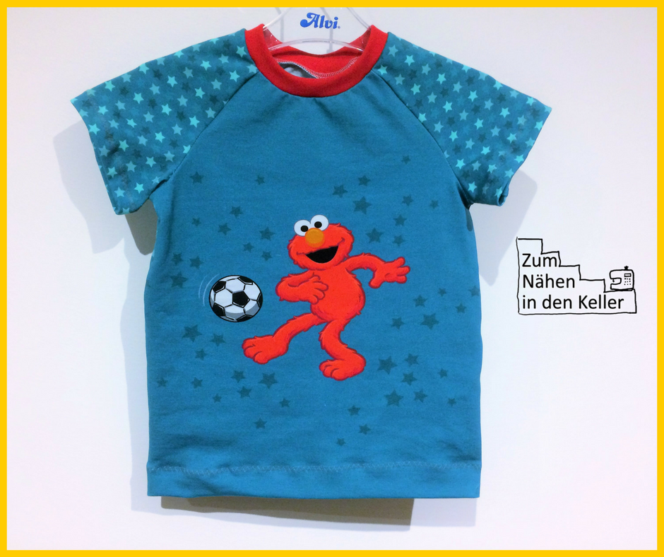 Elmo spielt Fußball Panel von Stoff und Liebe Klimperklein Raglanshirt Zum Nähen in den Keller T-Shirt