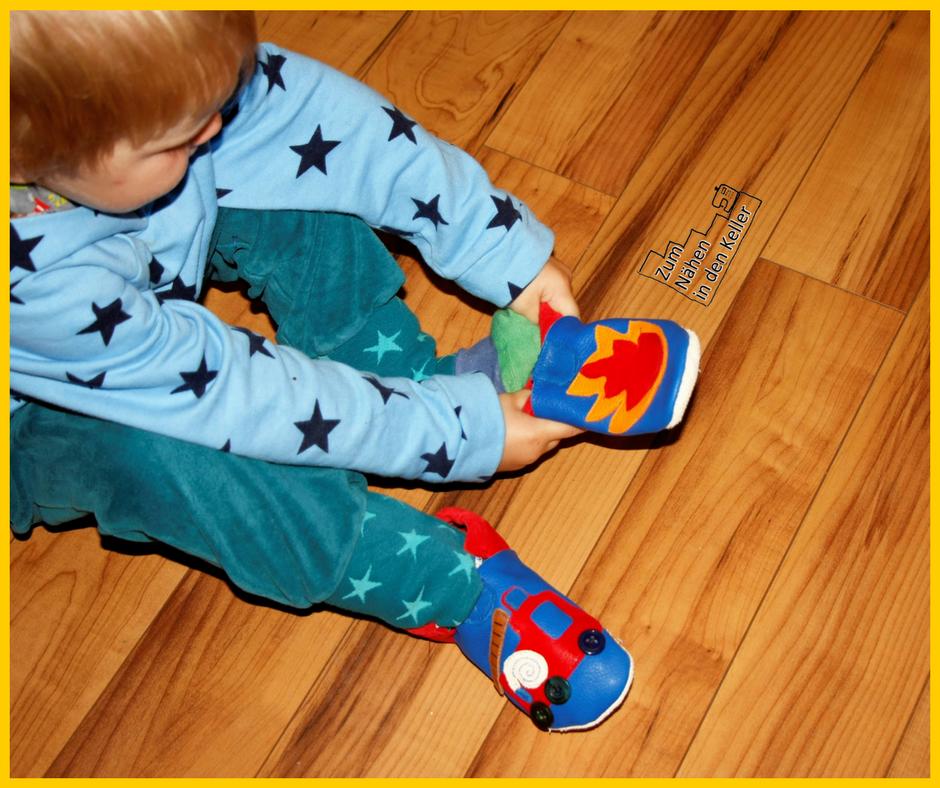 Puschen Lederpuschen Hausschuhe für Jungs mit Feuer und Feuerwehrauto Feuerwehr Klimperklein Kindergarten Zum Nähen in den Keller